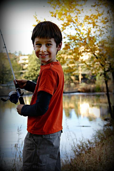 děti loví ryby